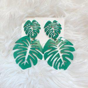 Green palm leaf tree statement earrings new